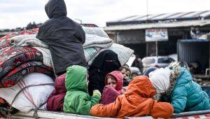 İdlib'den Türkiye sınırına göç devam ediyor (Hükümetten acil önlem)