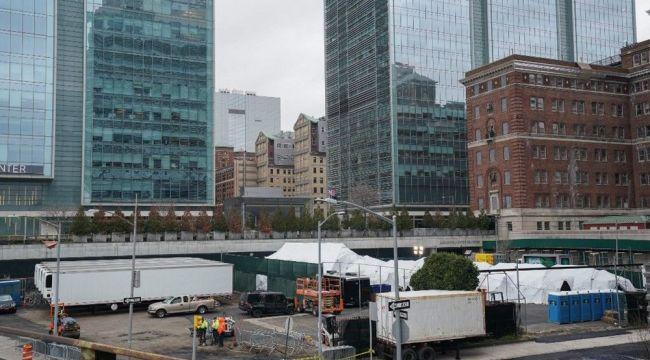 ABD hastanelerin bahçelerine çadırlar kuruyor