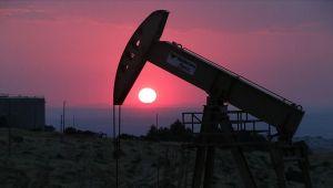 Irak'ın petrol gelirleri Nisan'da yarıya düştü