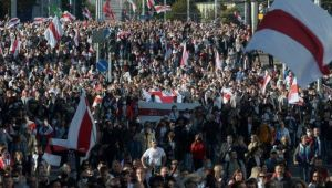 Belarus'ta halk yine sokakta! Polislerin bilgileri internete sızdırıldı
